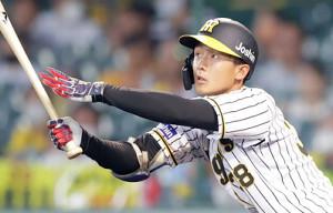 5回、プロ初安打を中前に運ぶ阪神・小幡