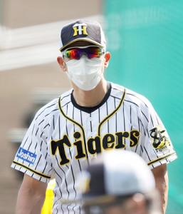 練習を見守る阪神・矢野監督