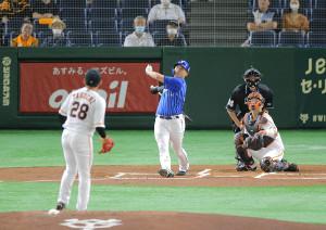 1回1死一、三塁、先制の右犠飛を放つ佐野恵太