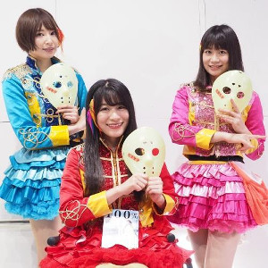 仮面女子の(左から)雪乃しほり、猪狩ともか、小島夕佳