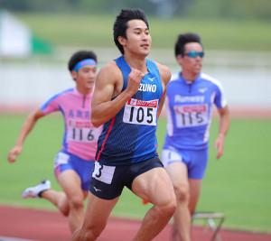 男子100メートルで10秒25のタイムを記録した飯塚翔太
