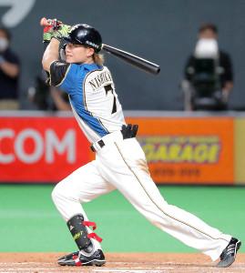 8回2死満塁、左中間に走者一掃の三塁打を放った西川遥輝(カメラ・池内 雅彦)