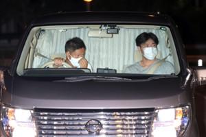 大麻所持で逮捕され湾岸警察署に移送された伊勢谷友介容疑者を乗せたと思われるワゴン車