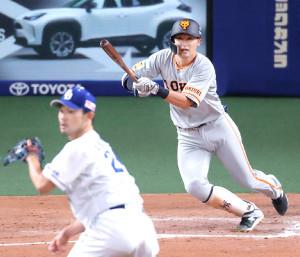 8回無死一、二塁、逆転の適時三塁打を放った吉川尚輝