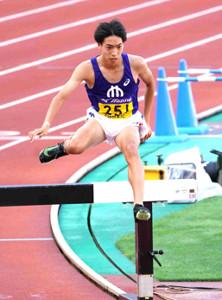 男子3000メートル障害で大会新記録で優勝した順大・三浦龍司