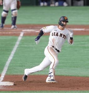 5回無死一塁、同点二塁打を放った吉川尚輝
