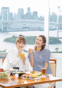6月:左から)三上真奈、小澤陽子 (C)フジテレビ