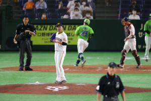 5回2死一塁、青木宣親に右越え同点2ラン本塁打を打たれた今村信貴