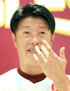 試合前、涙を流して引退会見を行った渡辺直人