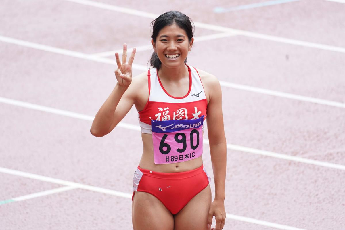 女子200メートルを制して3冠を達成した児玉