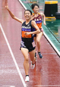 女子5000メートルを制した鹿屋体育大・中島