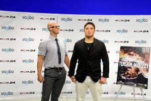 ディラン・ジェイムス(左)は会見でスダリオ剛を挑発
