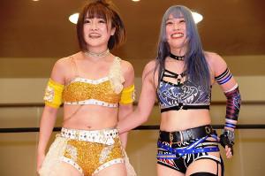 万喜なつみ(左)と乃蒼ヒカリ