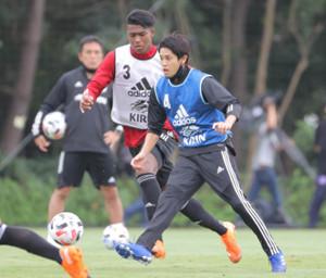 ロールモデルコーチに就任しU19の合宿に参加した内田篤人氏