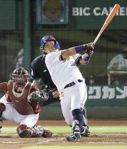 2回1死一、三塁、勝ち越し3ラン本塁打を放った大下誠一郎