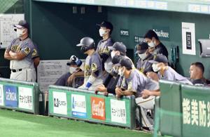 9回、静まり返る阪神ベンチ
