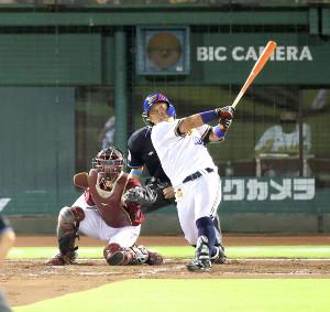 2回1死一、三塁、プロ初打席初本塁打となる決勝3ランを放った大下(カメラ・石田 順平)
