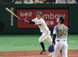 2回1死、右越えソロ本塁打を放つ田中俊太(投手は青柳晃洋)