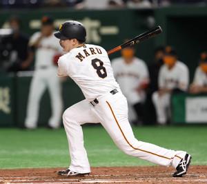 3回2死一塁、第90代4番に座った丸佳浩が二塁内野安打を放つ