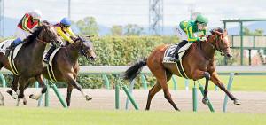 12日中京4Rに勝利したサトノルーチェ(右)(カメラ・高橋 由二)