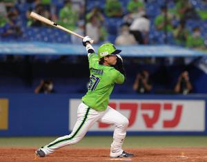 5回1死、左中間にソロ本塁打を放つ浜田太貴