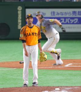 2回2死一、二塁、サンズに中前適時打を打たれたサンチェス(カメラ・竜田 卓)