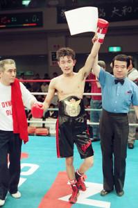 98年6月、第57代日本バンタム級王座を初防衛(山中慎介は第65代の同タイトル王者)