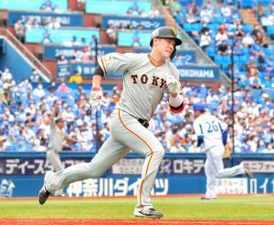 6回2死一塁、坂本が右中間へ適時二塁打を放つ(カメラ・清水 武)