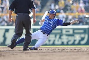 5回2死一塁、二盗を決めた梶谷隆幸
