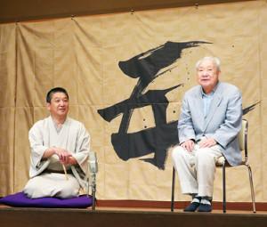 終演後に会見した5代目・三遊亭金馬(左)と三遊亭金翁