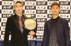 安保瑠輝也(左)と、山崎秀晃(C)K-1