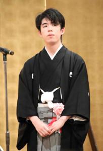 初めてのタイトル就位式に臨んだ藤井聡太棋聖