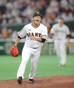 3回1死一塁、長野久義を一邪飛に打ち取った田口麗斗(カメラ・中島 傑)