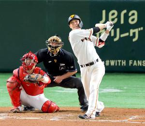 8回2死、坂本勇人が右越え二塁打を放つ(カメラ・生澤 英里香)