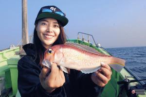 江の島沖で釣れたアマダイ。ピンク色の魚体が美しい(孝太郎丸で)