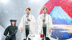 新CMで演歌を披露する堂本剛(中)、堂本光一(右)と岸優太