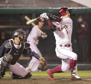 5回1死一、二塁、中前に適時打を放つ茂木栄五郎