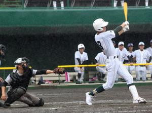 7回無死一、二塁、フェンス直撃の左越え適時二塁打を放った昌平・吉野