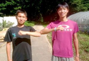 駿河台大初の予選会突破へ意欲満々の(左から)30歳の学生ランナー・今井と石山主将