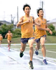 青学大の2トップ吉田(左)と神林。練習では常に先頭を走り、チームを鼓舞する