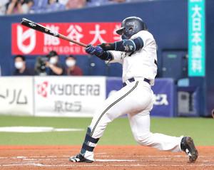 5回1死三塁、若月健矢は勝ち越しとなる左前適時打を放つ