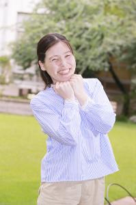 「ブス」と向き合いながらポジティブ思考で笑顔をみせる尼神インター・誠子(カメラ・橘田 あかり)