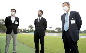 今年度の箱根駅伝開催についてインタビューに応じた関東学生陸上競技連盟の(左から)日隈広至副会長、山田幸輝幹事長、有吉正博会長