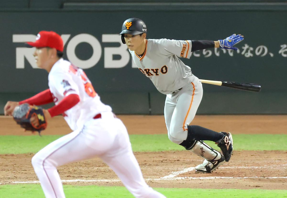 3回1死一、二塁、同点となる右前適時打を放つ松原聖弥(カメラ・竜田 卓)