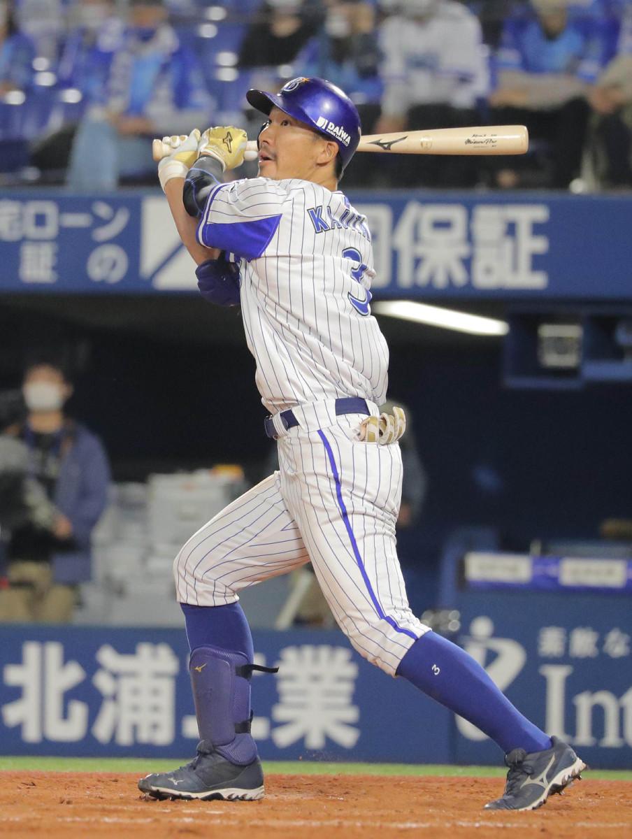 4回2死、左越えに本塁打を放った梶谷隆幸
