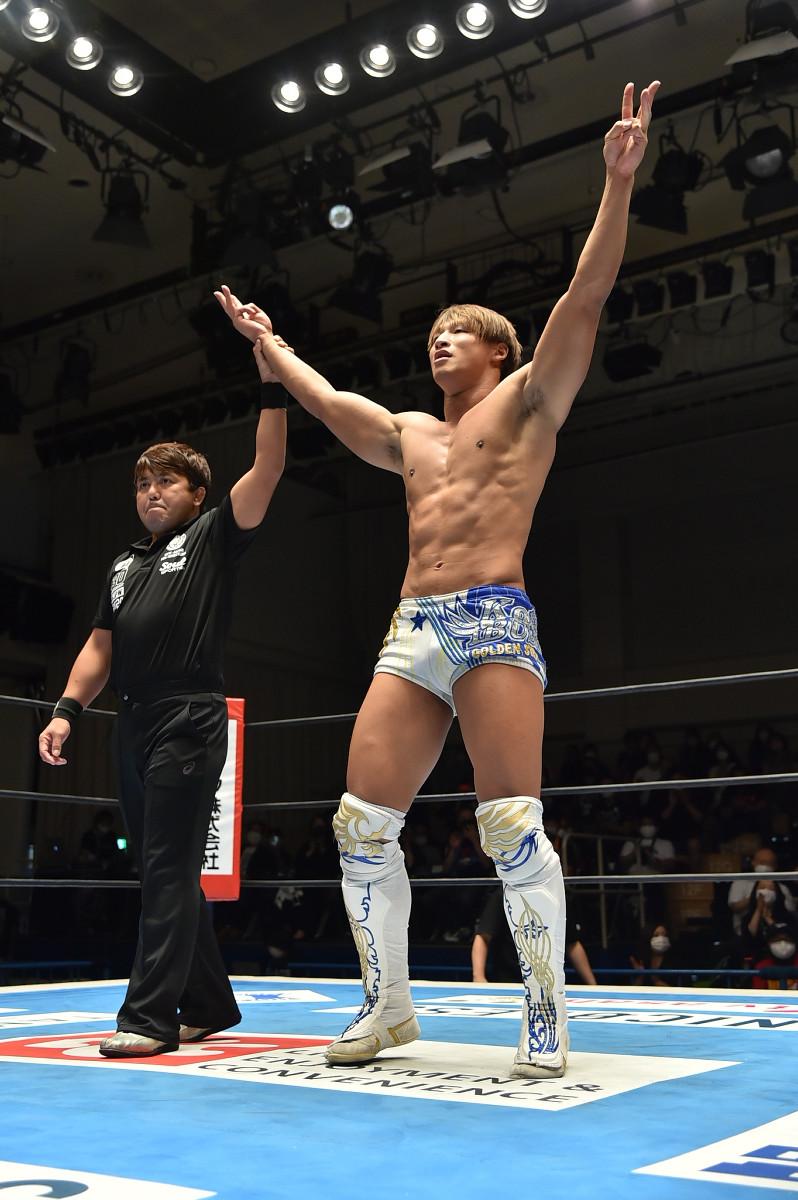 ジェフ・コブを破り、3勝目を挙げた飯伏幸太(新日本プロレス提供)