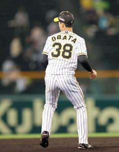 1回無死一塁、京田のゴロを後逸した小幡