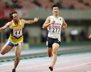 男子100メートル準決勝、10秒27で1組1着となり決勝進出を決めた桐生祥秀(右)(カメラ・相川 和寛)