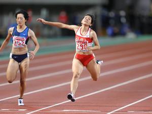 11秒36で優勝した児玉芽生(右)(カメラ・相川 和寛