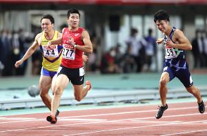男子100メートル決勝、10秒27で優勝した桐生(右は多田、左は竹田=カメラ・相川 和寛)